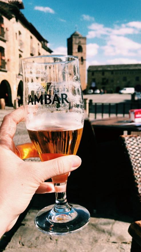 ainsa_plaza_ambar_cerveza_vermu.JPG